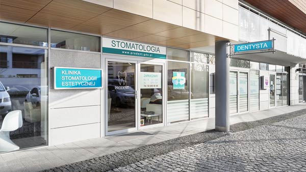 Main entrance to the Dental clinic in Gdansk